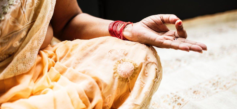 alone-hand-hindu-1321727-min